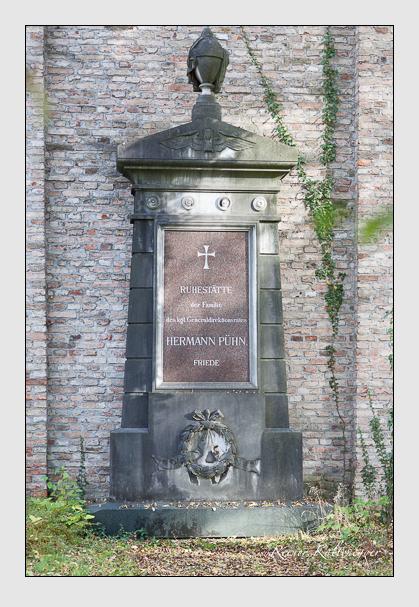 Grab der Familie Pühn auf dem Alten Südfriedhof München (Oktober 2008)