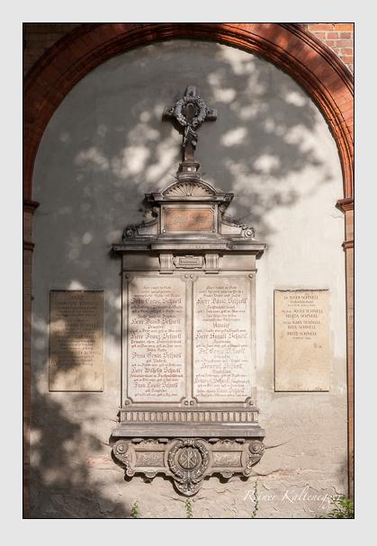 Grab der Familie Schnell auf dem Alten Südfriedhof München (August 2011)