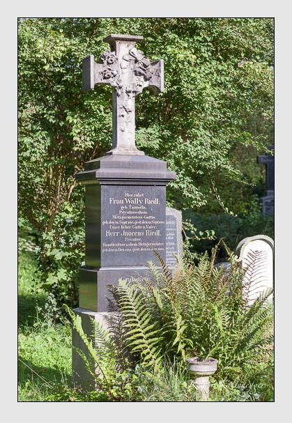 Grab der Familie Riedl auf dem Alten Südfriedhof München (August 2011)