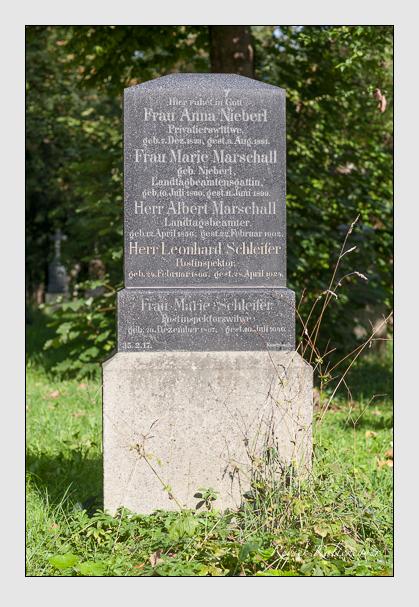 Grab der Familien Marschall & Nieberl & Schleifer auf dem Alten Südfriedhof München (August 2011)