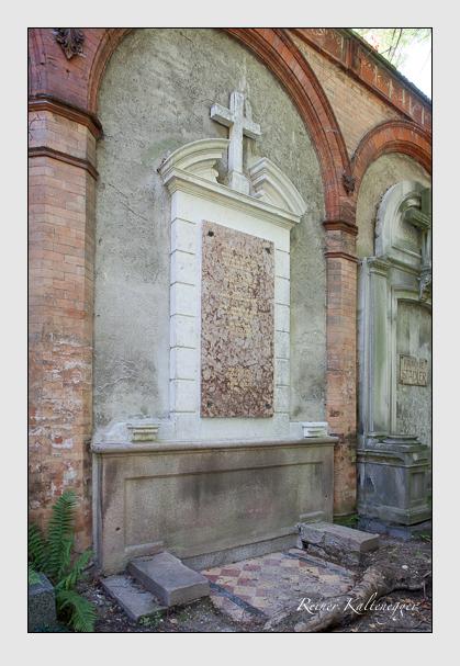 Grab der Familien Büttner & Götze & Schiessel auf dem Alten Südfriedhof München (September 2011)