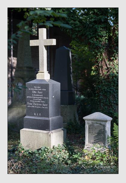 Grab der Familie Auer auf dem Alten Südfriedhof München (Oktober 2011)