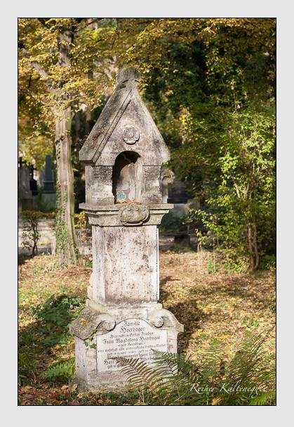 Grab der Familien Hoerhager · Kornbrust · Lahr · Stiglbauer auf dem Alten Südfriedhof München (Oktober 2011)