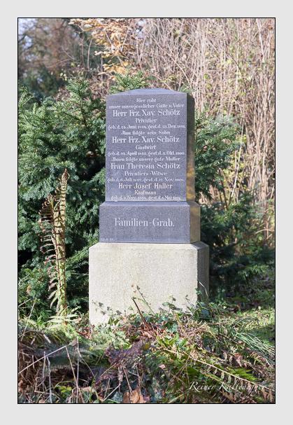 Grab der Familien Haller & Schötz auf dem Alten Südfriedhof München (Oktober 2011)