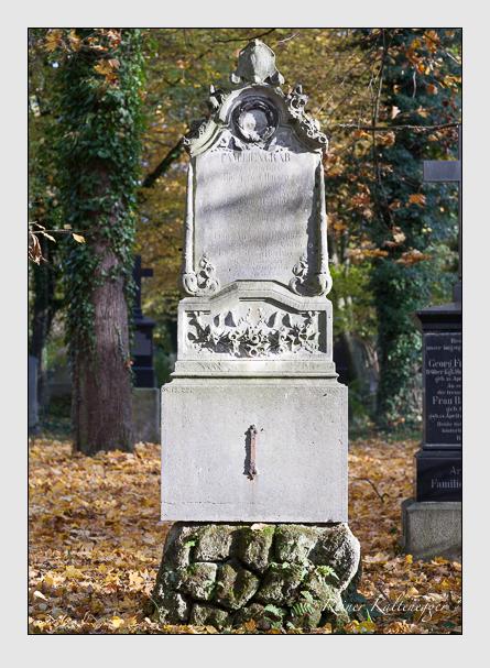 Grab der Familie Hornig auf dem Alten Südfriedhof München (November 2011)