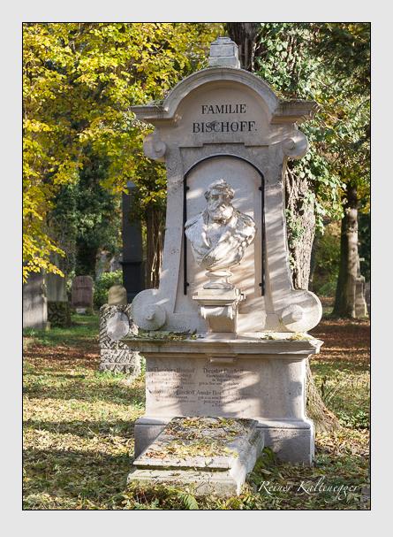 Grab der Familien Bischoff · Tiedemann auf dem Alten Südfriedhof München (November 2011)