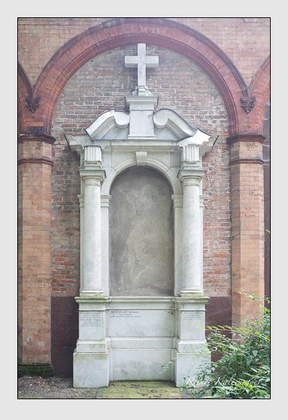 Grab der Familien Schmid · Stegmann · Zenger auf dem Alten Südfriedhof München (Juli 2012)