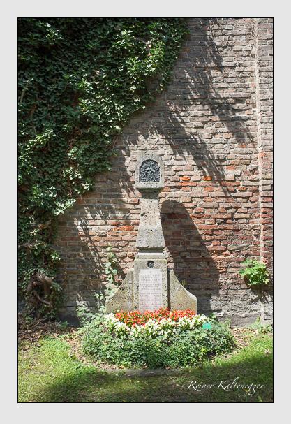 Grab der Familien Berchtold & Greif & Kaiser auf dem Alten Südfriedhof München (Juli 2012)