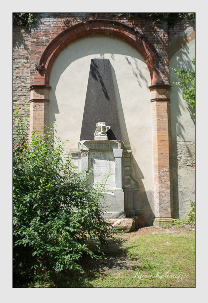 Grab der Familie Perron auf dem Alten Südfriedhof München (Juli 2012)