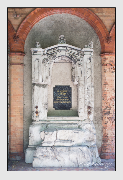 Grab der Familien Schmid · Schmid-Breitenbach auf dem Alten Südfriedhof München (Juli 2012)