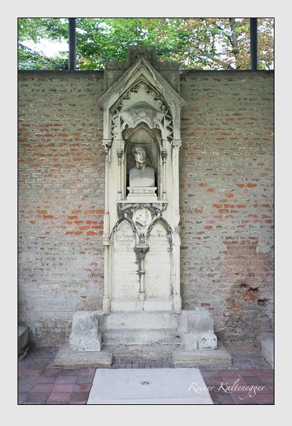 Grab der Familien Fahrmbacher · Rathgeber auf dem Alten Südfriedhof München (August 2012)