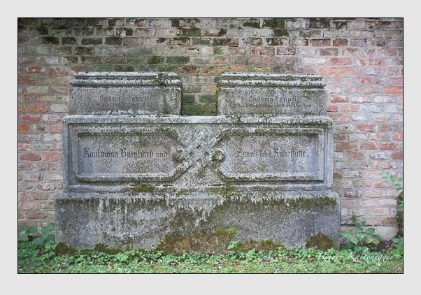 Grab der Familien Burghard & Zanoli auf dem Alten Südfriedhof München (August 2012)