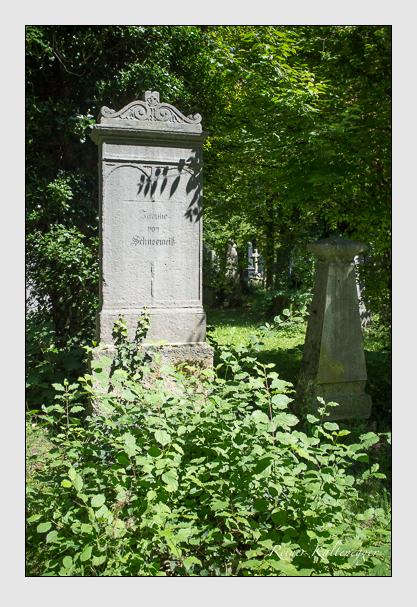 Grab der Familie Schneeweiß auf dem Alten Südfriedhof München (August 2012)