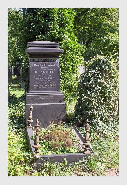 Grab der Familien Arnold & Burger & Pfeiff auf dem Alten Südfriedhof München (August 2012)