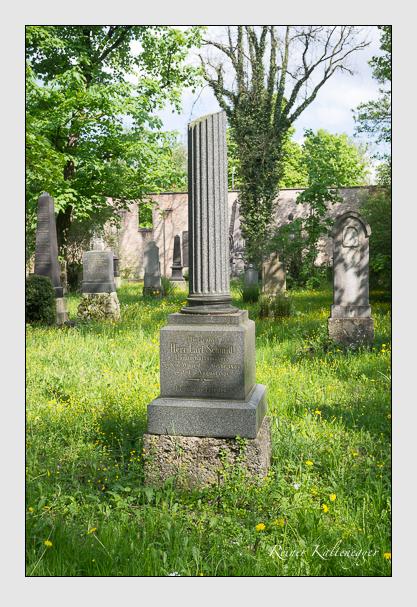 Grab der Familie Schmid auf dem Alten Südfriedhof München (Mai 2015)