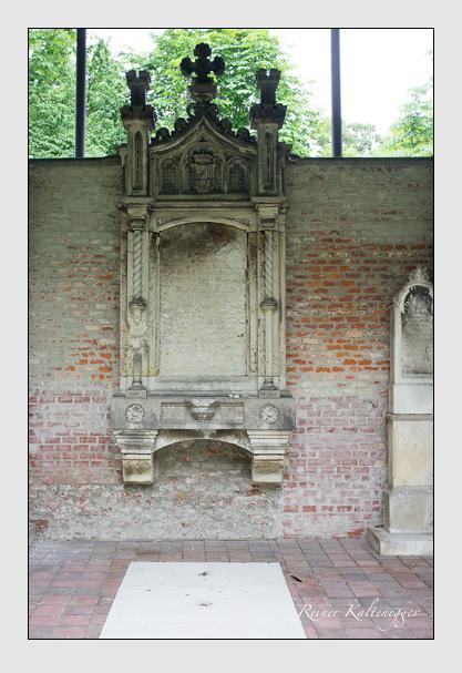 Grab der Familie Khuen-Belasi auf dem Alten Südfriedhof München (Juni 2013)