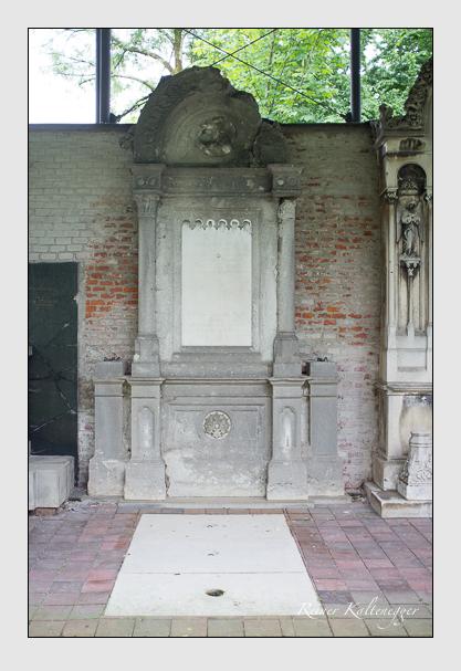 Grab der Familien Müller · Weger auf dem Alten Südfriedhof München (Juni 2013)