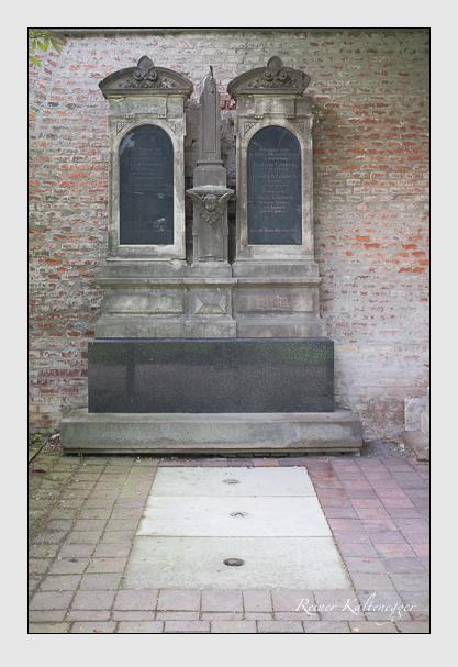 Grab der Familie Güntsch auf dem Alten Südfriedhof München (Juni 2013)