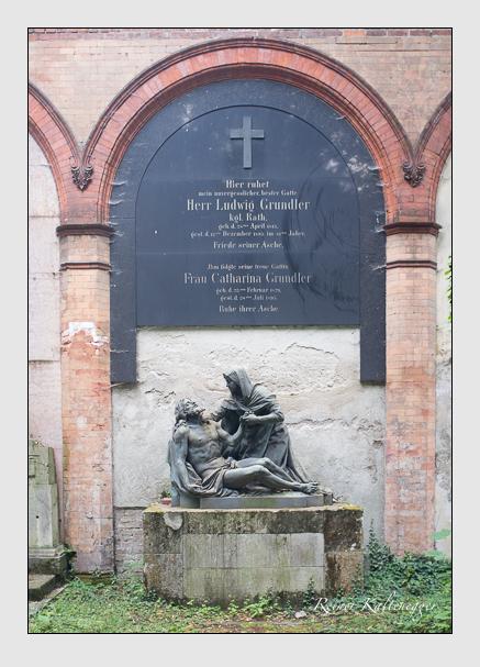 Grab der Familie Grundler auf dem Alten Südfriedhof München (August 2013)
