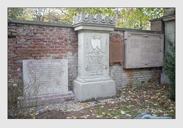 Grab der Familien Freyberg · Freyberg-Eisenberg auf dem Alten Südfriedhof München (Oktober 2013)