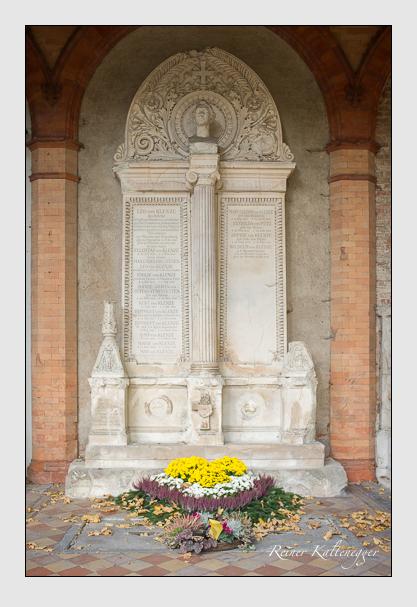 Grab der Familien Courten & Klenze & Otting-Fünfstetten & Pütz auf dem Alten Südfriedhof München (Oktober 2013)