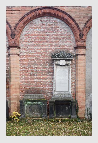 Grab der Familie Keller vom Steinbock auf dem Alten Südfriedhof München (Oktober 2013)