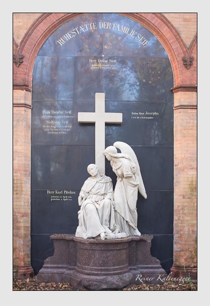 Grab der Familien Plöcker & Seif auf dem Alten Südfriedhof München (Oktober 2013)