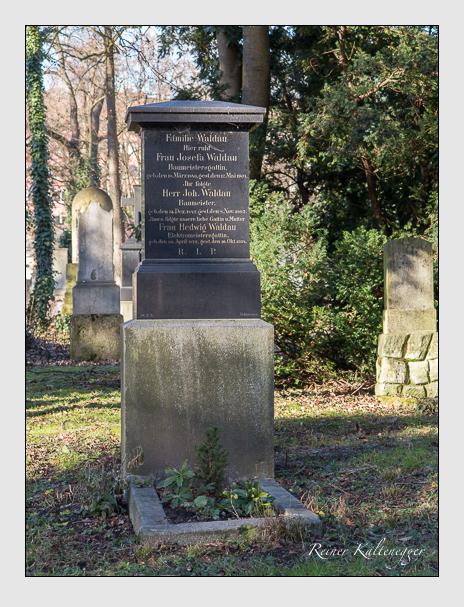 Grab der Familie Waldau auf dem Alten Südfriedhof München (Dezember 2013)