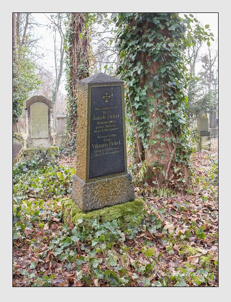 Grab der Familie Fickel auf dem Alten Südfriedhof München (Januar 2014)
