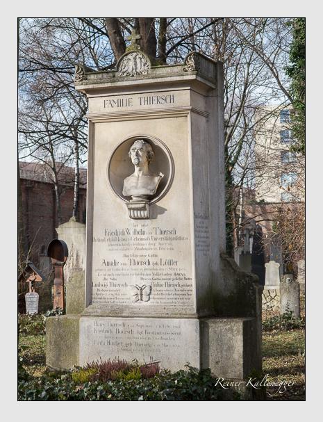 Grab der Familien Hacker & Podlech & Thiersch auf dem Alten Südfriedhof München (Januar 2014)