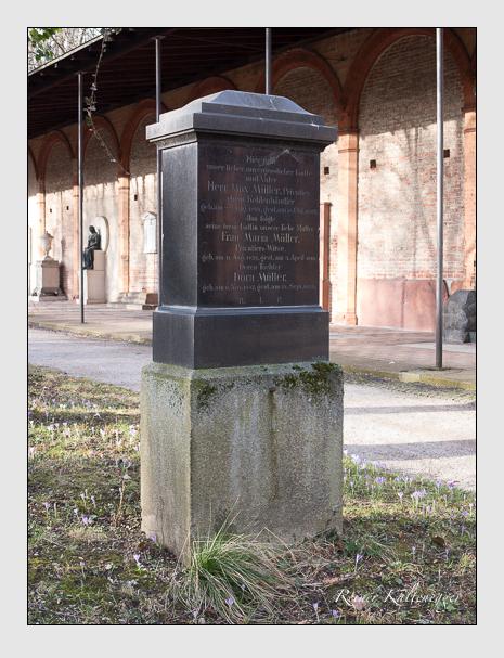 Grab der Familie Müller auf dem Alten Südfriedhof München (Februar 2014)