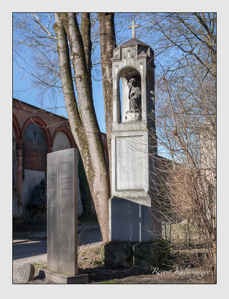 Grab der Familien Nebel & Roux de Damiani auf dem Alten Südfriedhof München (Februar 2014)