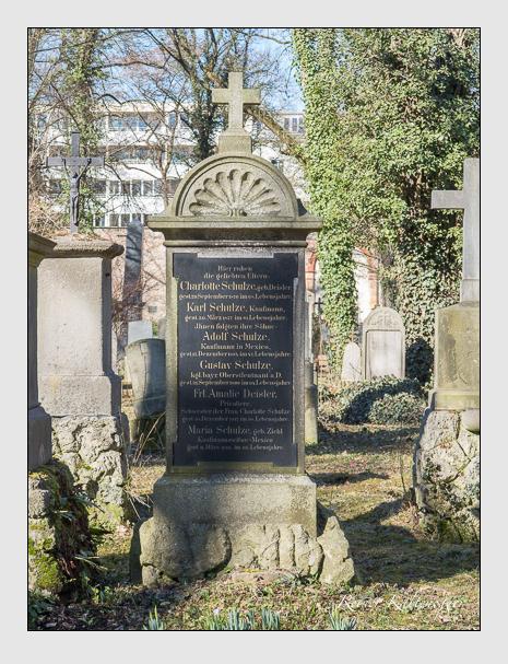 Grab der Familien Deisler & Schulze auf dem Alten Südfriedhof München (Februar 2014)