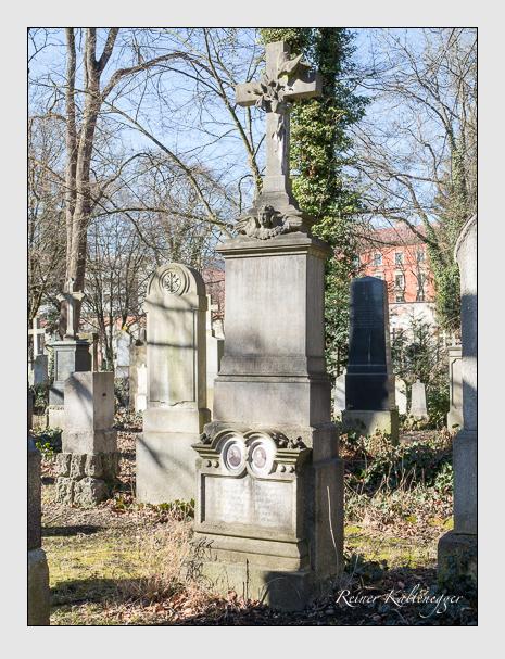 Grab der Familie Schmid auf dem Alten Südfriedhof München (Februar 2014)