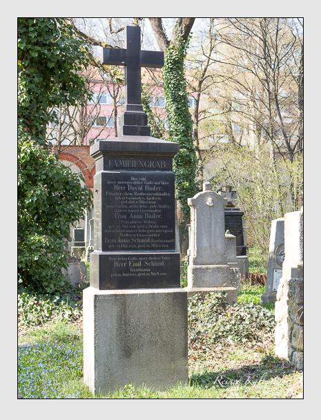 Grab der Familien Bader · Schmid auf dem Alten Südfriedhof München (März 2014)