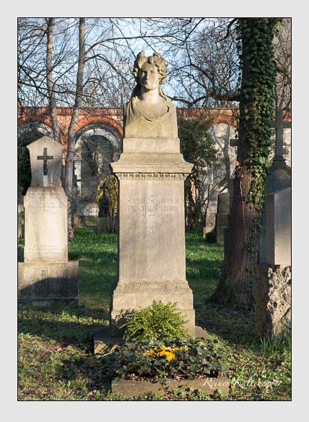 Grab der Familie Schröder auf dem Alten Südfriedhof München (März 2014)