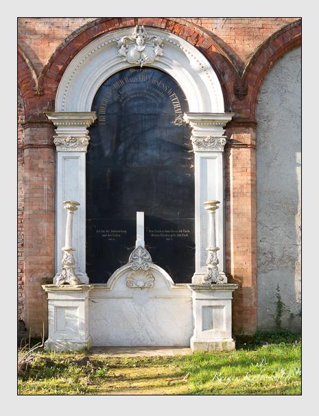 Grab der Familie Truchsess Wetzhausen auf dem Alten Südfriedhof München (März 2014)