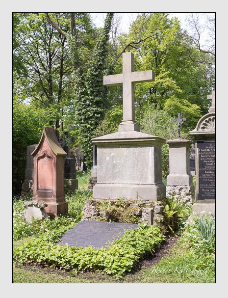 Grab der Familien Schulze · Schulze-Menter · Wurm auf dem Alten Südfriedhof München (Mai 2014)