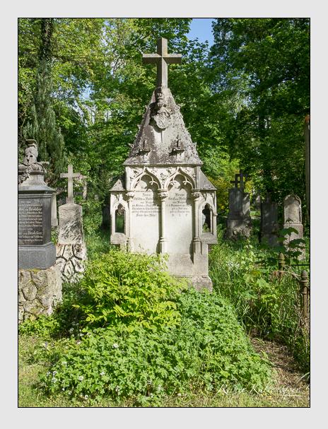 Grab der Familie Holnstein auf dem Alten Südfriedhof München (Mai 2014)