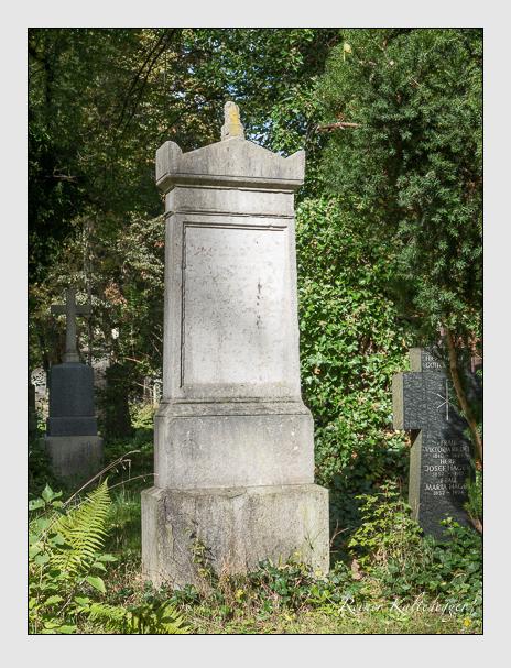 Grab der Familie Gombart auf dem Alten Südfriedhof München (Oktober 2014)