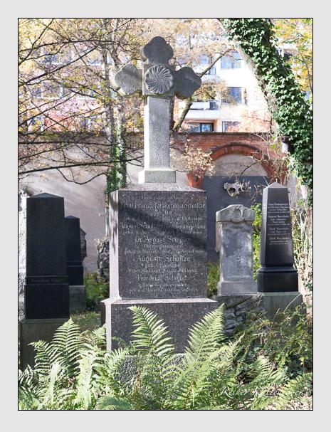 Grab der Familie Schultze auf dem Alten Südfriedhof München (November 2014)