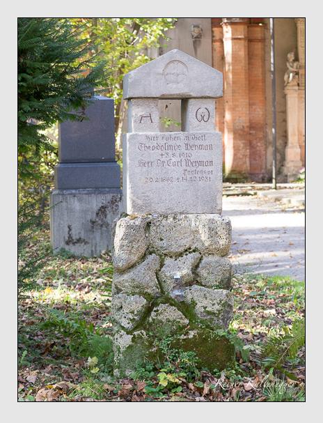 Grab der Familie Weyman auf dem Alten Südfriedhof München (November 2014)