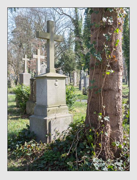 Grab der Familien Schmauser & Tattenbach auf dem Alten Südfriedhof München (April 2015)