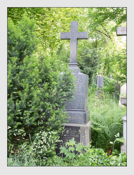 Grab der Familien Schambeck · Zierngibl auf dem Alten Südfriedhof München (Mai 2015)