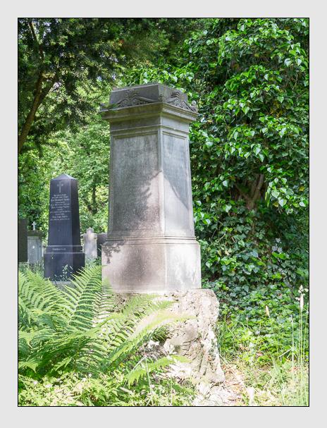 Grab der Familie Aigner auf dem Alten Südfriedhof München (Mai 2015)