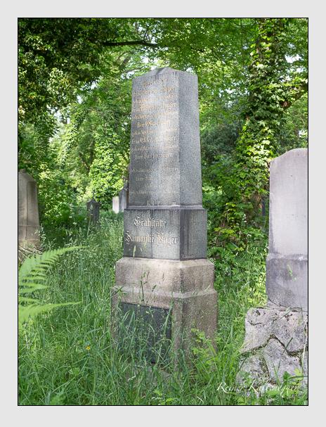 Grab der Familie Hager auf dem Alten Südfriedhof München (Mai 2015)