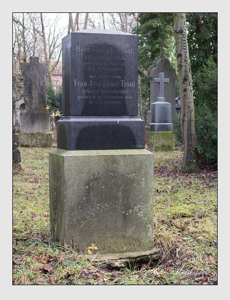 Grab der Familie Traut auf dem Alten Südfriedhof München (Dezember 2015)