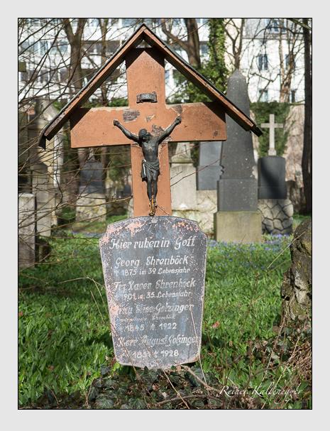 Grab der Familien Ehrenböck · Golzinger auf dem Alten Südfriedhof München (März 2016)