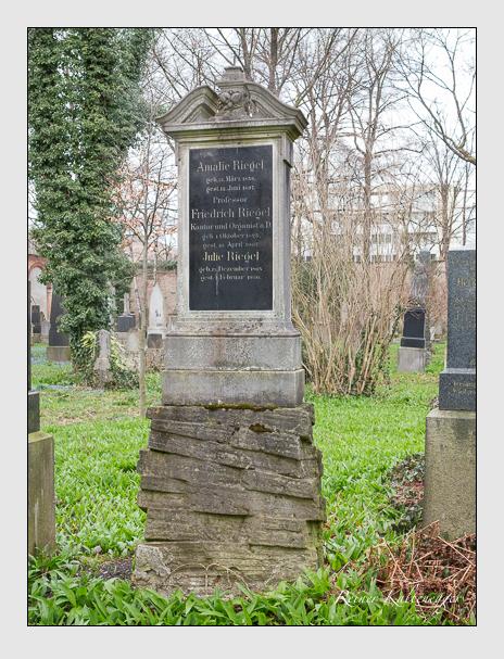 Grab der Familien Engert · Riegel auf dem Alten Südfriedhof München (März 2016)