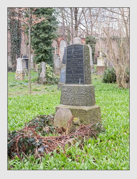 Grab der Familie Niederhammer auf dem Alten Südfriedhof München (März 2016)